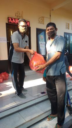 Penyerahan Bantuan Paket Sembako